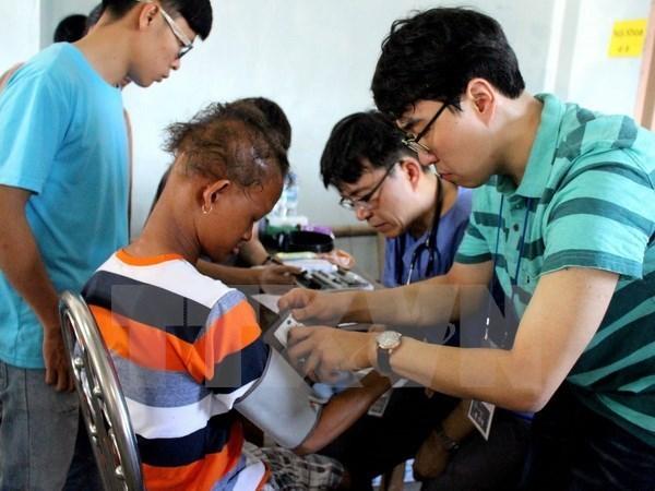 Ofrecen examenes medicos gratuitos a ninos en Ninh Binh hinh anh 1