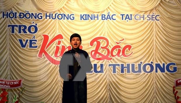 Musica tradicional conecta vietnamitas en Praga hinh anh 1