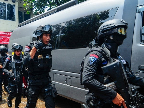 Detiene Indonesia a dos sujetos involucrados a ataque terrorista en Java hinh anh 1