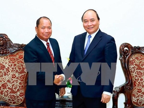 Premier vietnamita recibe a ministro de Seguridad de Laos hinh anh 1