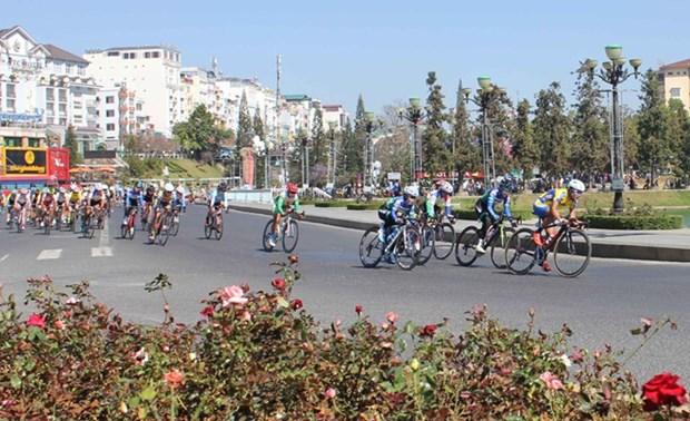 Equipo vietnamita gana primer lugar en torneo internacional de ciclismo femenino hinh anh 1
