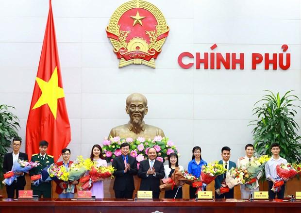 Premier vietnamita dialoga con jovenes nacionales con meritos destacados hinh anh 1