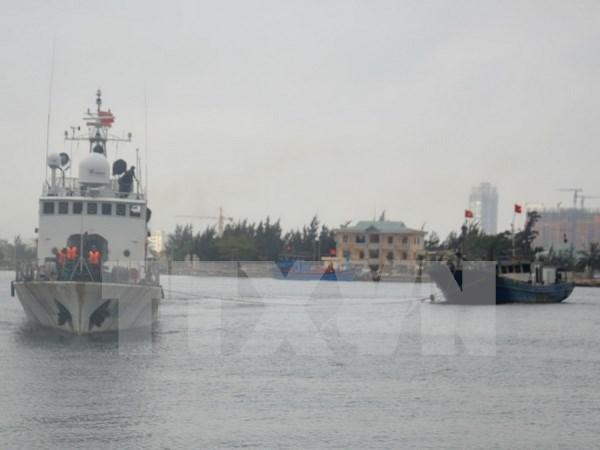 Diez pescadores salvados del naufragio hinh anh 1