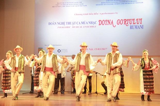Intensifican cooperacion cultural-artistica entre Vietnam y Rumania hinh anh 1