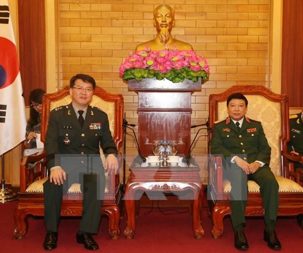 Vietnam y Sudcorea acuerdan implementar con eficiencia acuerdos de defensa hinh anh 1