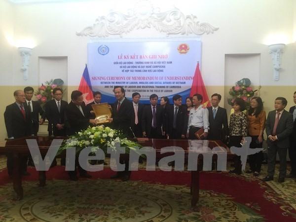 Vietnam y Camboya firman acuerdo de cooperacion en sector laboral hinh anh 1