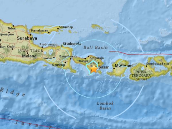 Terremoto en Indonesia deja cuatro heridos, de ellos tres ninos hinh anh 1