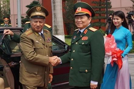 Vietnam y Cuba suscriben plan de cooperacion militar hinh anh 1