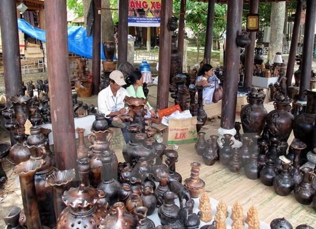 Exponen en Mozambique fotos sobre aldeas vietnamitas de oficios tradicionales hinh anh 1