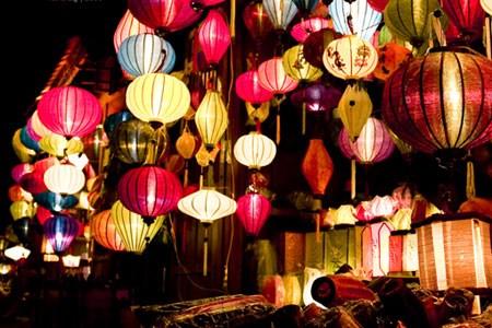 Hoi An, ciudad iluminada con linternas hinh anh 1