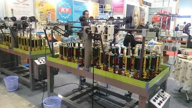 Exhibiran nuevas tecnologias de la industria textil en feria en Vietnam hinh anh 1