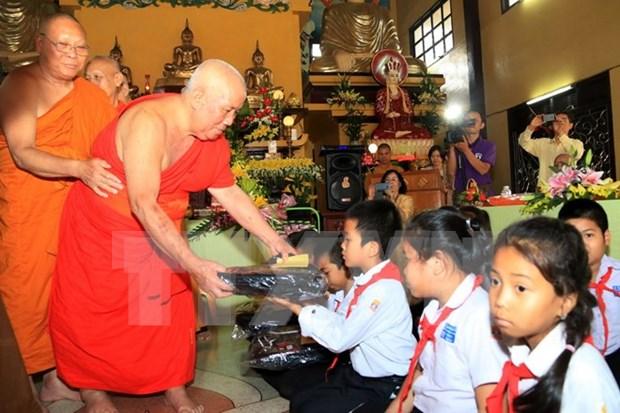 Monjes budistas vietnamitas en Tailandia visitan su patria hinh anh 1