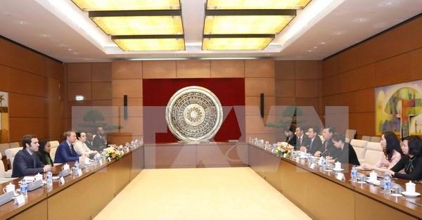 Legislativos juveniles de Vietnam y Alianza Francofona intercambian experiencias hinh anh 1