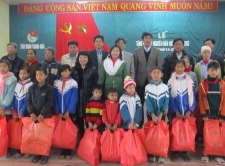 Ofrecen asistencias a alumnos desfavorecidos en provincia de Thanh Hoa hinh anh 1