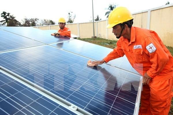 Construiran planta solar en provincia costera de Vietnam hinh anh 1