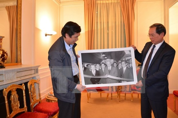 VNA ofrece valiosas fotos a exposicion sobre historia vietnamita en Francia hinh anh 1