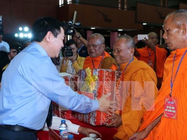 Felicitan en Vietnam a los khmeres por su fiesta de Ano Nuevo hinh anh 1