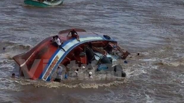 Premier vietnamita insta a intensificar labores de rescate tras naufragio en Bac Lieu hinh anh 1