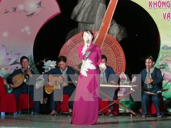 "Festival promueve la preservacion de arte tradicional ""Don ca tai tu"" hinh anh 1"