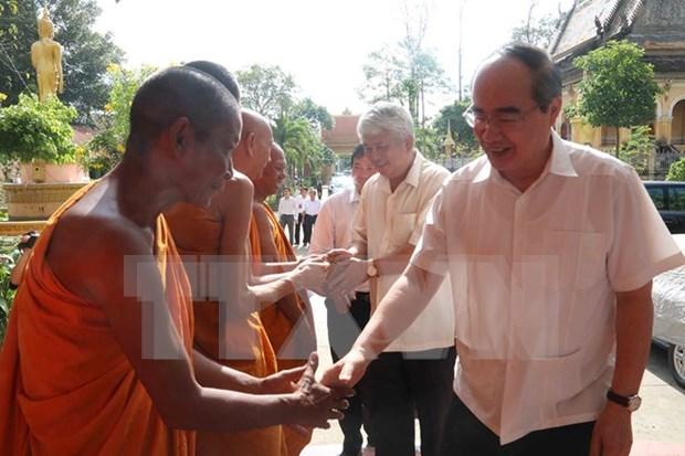 Felicita dirigente vietnamita a comunidad de khmer por su fiesta tradicional hinh anh 1