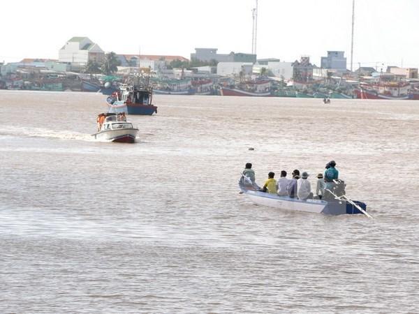 Hallan restos de desaparecido en naufragio en Bac Lieu hinh anh 1