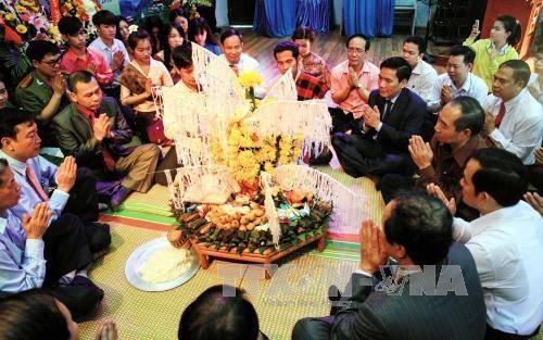Celebran fiesta laosiana de Bunpimay en provincia norvietnamita hinh anh 1