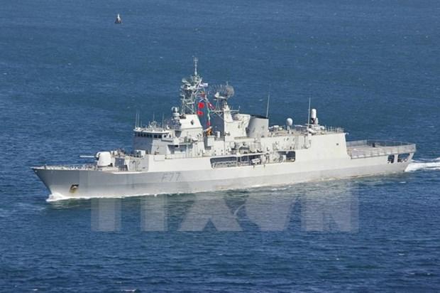 Buque de Armada Real Neozelandesa atraca en puerto de Da Nang hinh anh 1