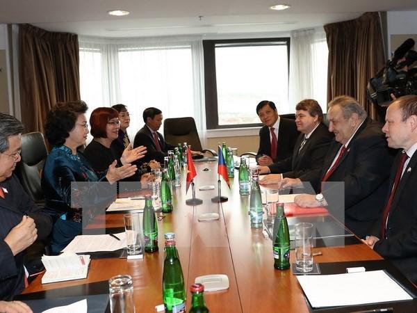 Vietnam y Republica Checa fortalecen lazos hinh anh 1