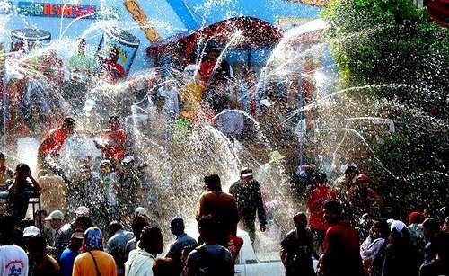 Al menos 14 muertos en Myanmar durante fiesta tradicional del agua hinh anh 1