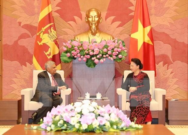 Lideres vietnamitas reciben a primer ministro de Sri Lanka hinh anh 3