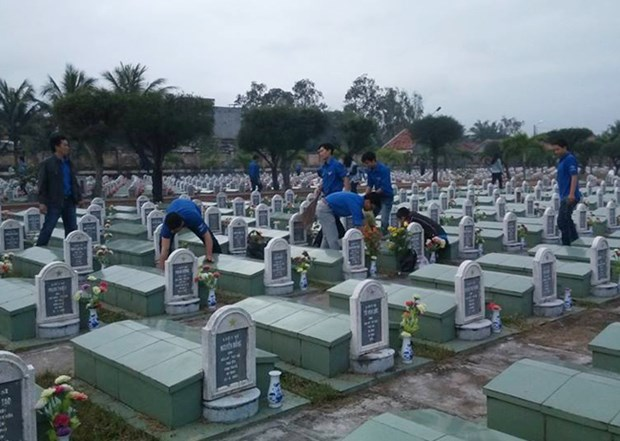 Entierran restos de martires vietnamitas caidos en guerra pasada hinh anh 1