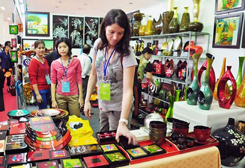 Inauguran feria-exposicion de productos artesanales de Vietnam 2017 hinh anh 1