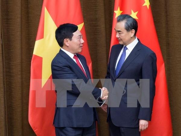 Vicepremier y canciller de Vietnam dialoga con ministro chino de Relaciones Exteriores hinh anh 1