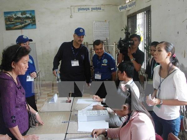 Camboya distribuye tarjetas de informaciones para elecciones municipales hinh anh 1