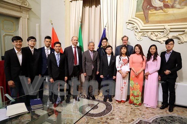 Dispuesta universidad italiana a conceder mas becas a estudiantes vietnamitas hinh anh 1