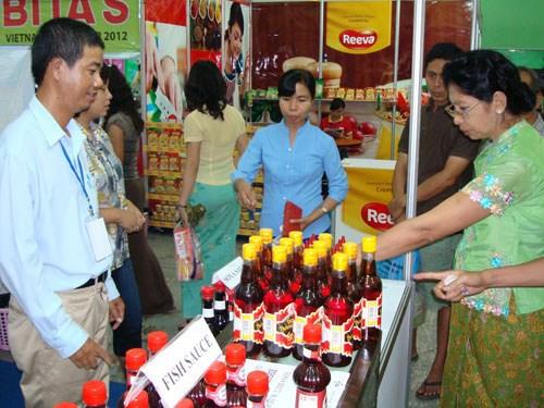 Empresas vietnamitas se esfuerzan por penetrar al mercado de Myanmar hinh anh 1