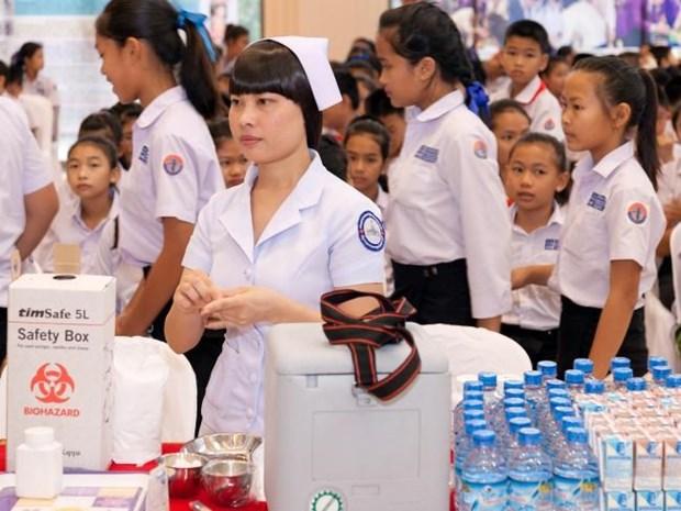 Laos ofrece atencion medica gratuita a ninos hinh anh 1
