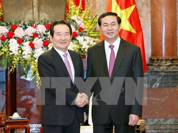 Lideres vietnamitas reciben a presidente del Parlamento sudcoreano hinh anh 2