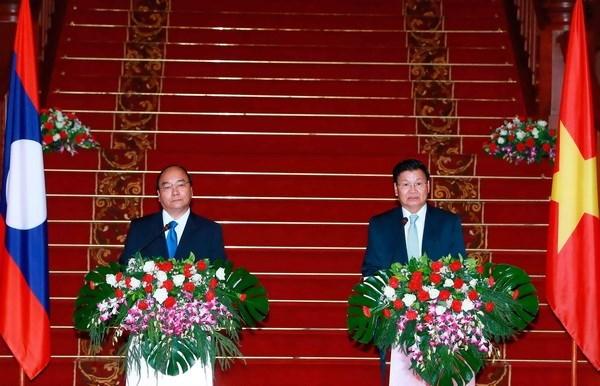 Vietnam y Laos acordaron dar maxima prioridad al fomento de nexos bilaterales hinh anh 1