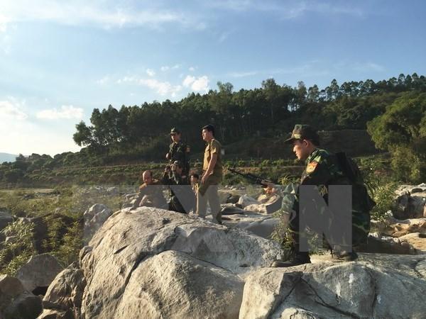 Vietnam y Laos profundizan cooperacion en defensa fronteriza hinh anh 1