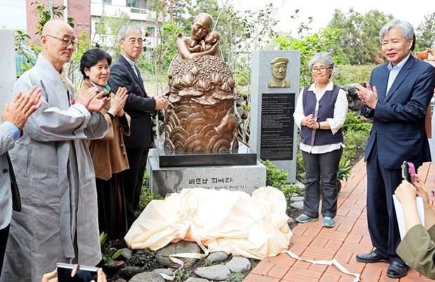Develan en Sudcorea estatua de arrepentimiento por atrocidades en guerra de Vietnam hinh anh 1