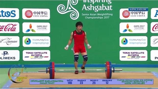Halterofilo vietnamita obtiene medalla dorada en Campeonato de Asia hinh anh 1