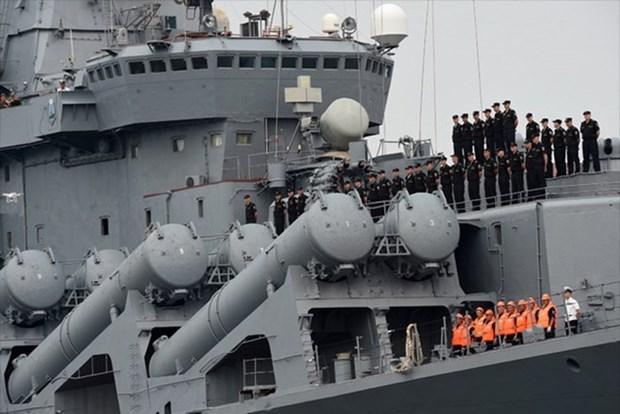 Flota del Pacifico de la Armada rusa visita puerto vietnamita de Cam Ranh hinh anh 1