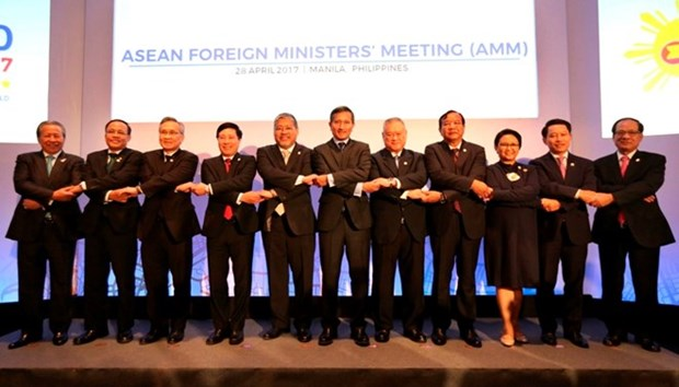 Cancilleres de ASEAN reiteran compromiso con codigo de conducta en Mar del Este hinh anh 1