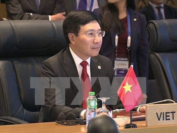 Vicepremier vietnamita sostiene encuentros bilaterales en Manila hinh anh 1