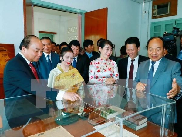 Concluye con exito visita del premier vietnamita a Laos y Camboya hinh anh 1