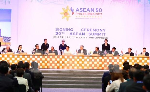 Premier de Vietnam: ASEAN debe mantener el espiritu comunitario hinh anh 1