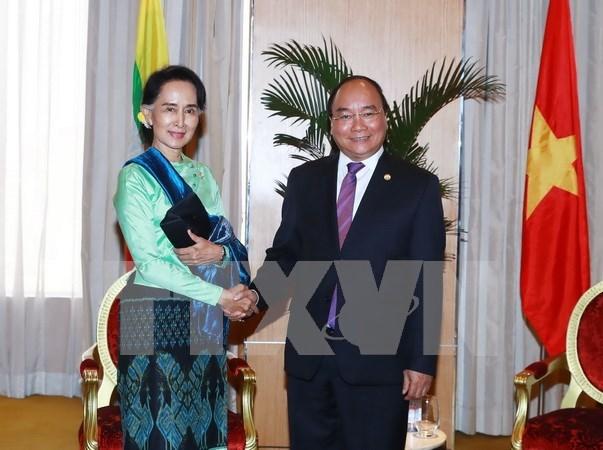 Vietnam y Myanmar robustecen lazos al margen del Cumbre ASEAN hinh anh 1