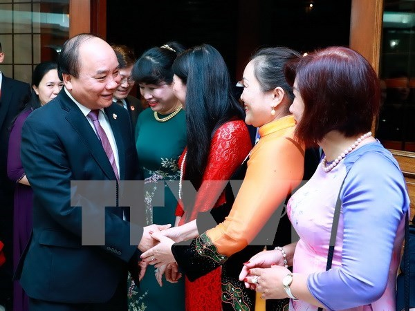 Premier Xuan Phuc dialoga con vietnamitas residentes en Filipinas hinh anh 1