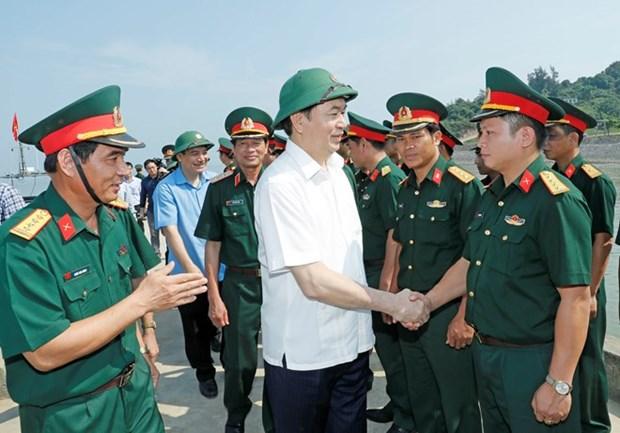 Presidente visita las fuerzas armadas de provincia costera de Nghe An hinh anh 1